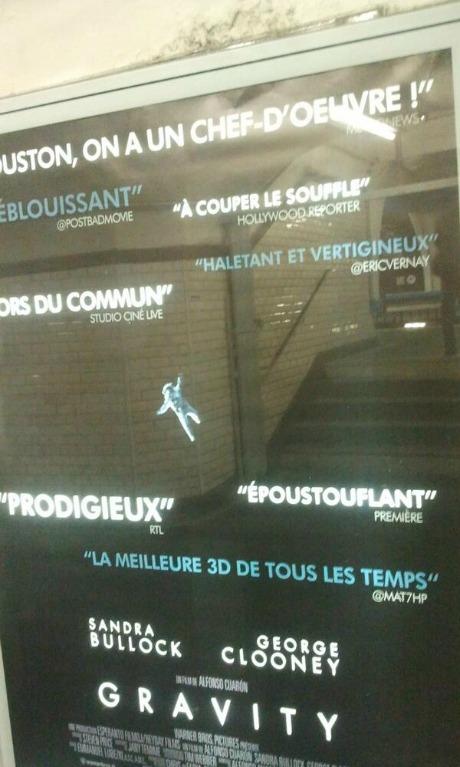 Digital: L'affiche de Gravity alterne critiques cinématographiques et ... tweets !