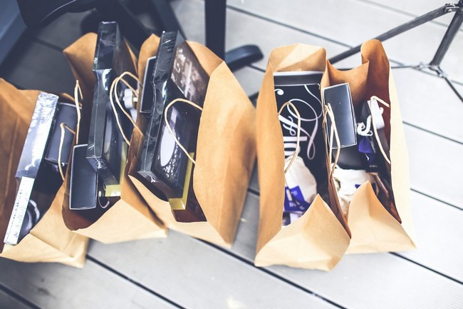 kaboompics.com_Brown shopping bags