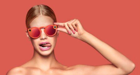 Design décalé et flashy pour les premières lunettes Snapchat