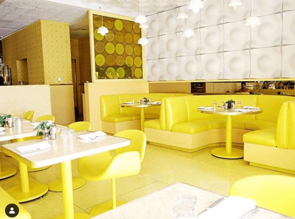 hotel en jaune