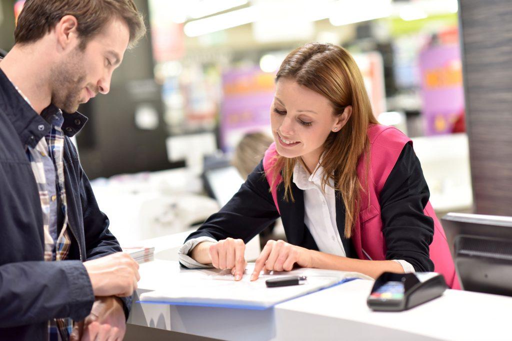 Comment recevoir des clients en magasin : 6 exemples à suivre